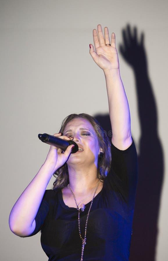 Ejecución cristiana de Christine D Clario del cantante imágenes de archivo libres de regalías
