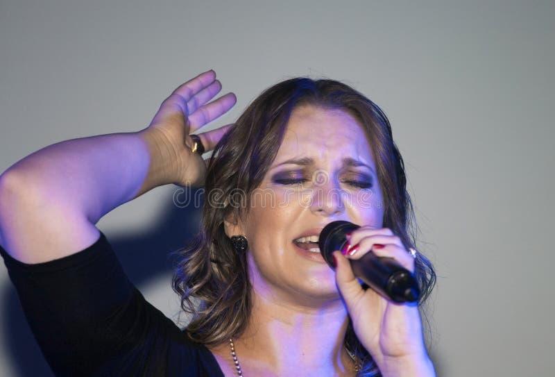 Ejecución cristiana de Christine D Clario del cantante foto de archivo