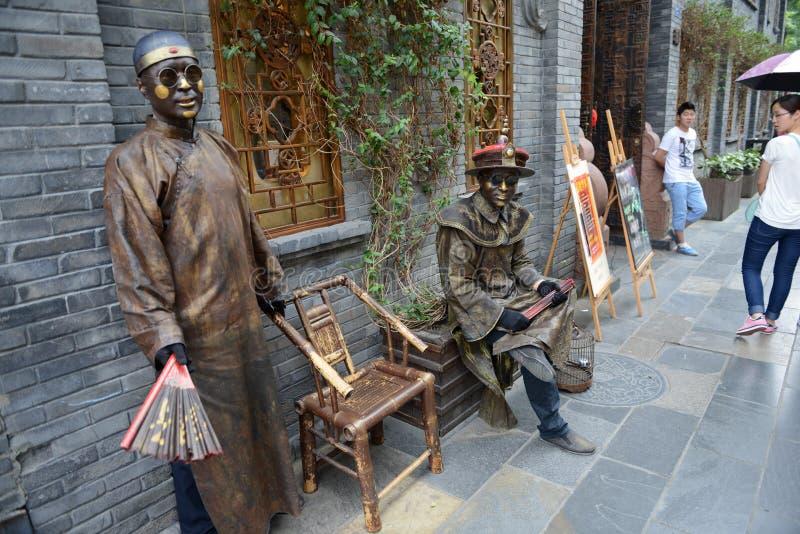 Ejecución de artistas de la calle en Chengdu foto de archivo libre de regalías