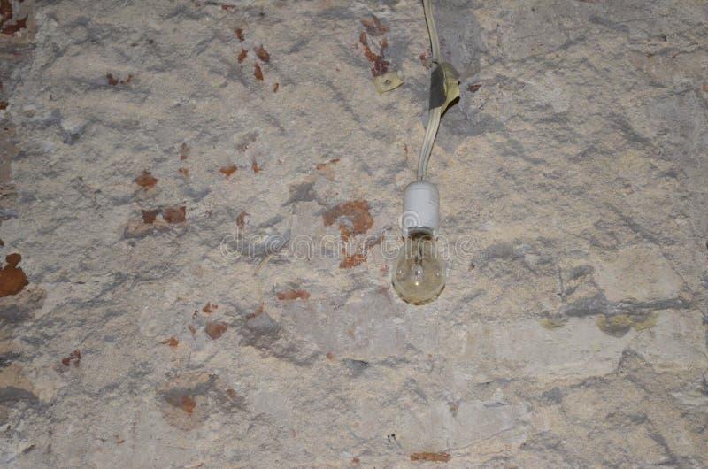 Ejecución de la bombilla del techo foto de archivo