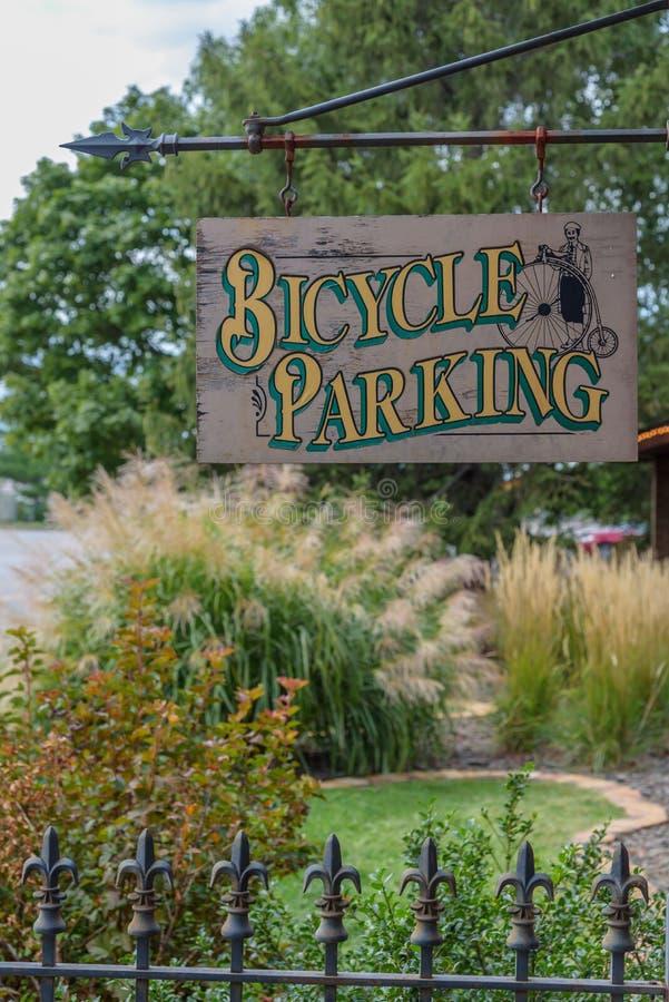 ejecución de la muestra del estacionamiento de la bicicleta del gancho fotos de archivo libres de regalías