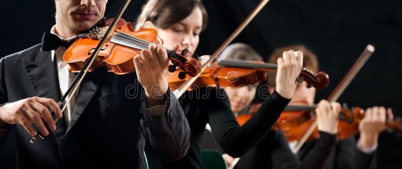 Ejecución de la orquesta del violín imágenes de archivo libres de regalías