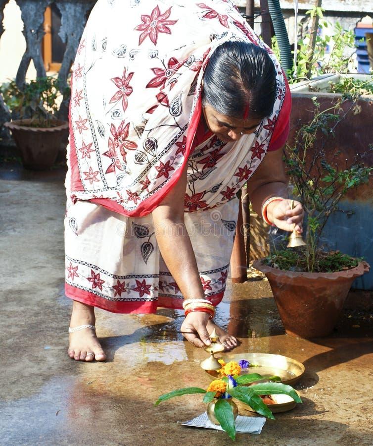 Ejecución de la samba Dashami del festival de Odisa en la India fotos de archivo