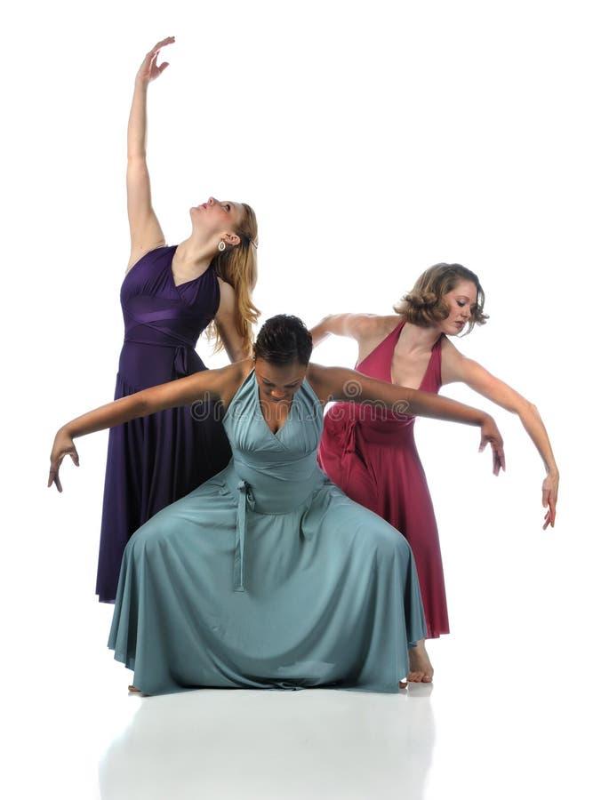 Ejecución de tres bailarines fotos de archivo