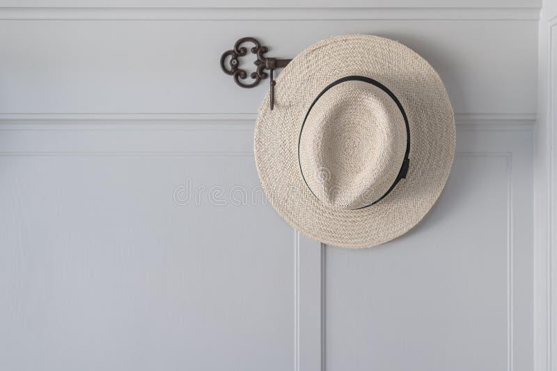 Ejecución del sombrero de paja imagenes de archivo