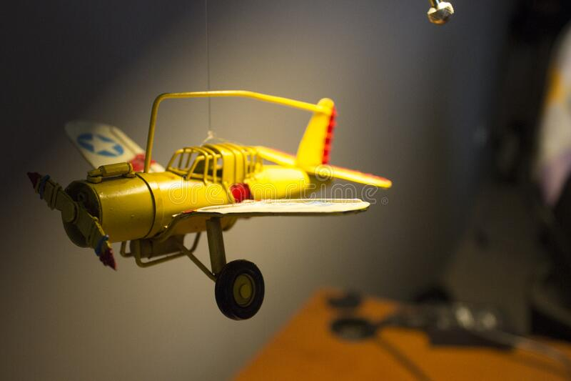 Ejecución Modelo Del Avión Del Techo Dominio Público Y Gratuito Cc0 Imagen