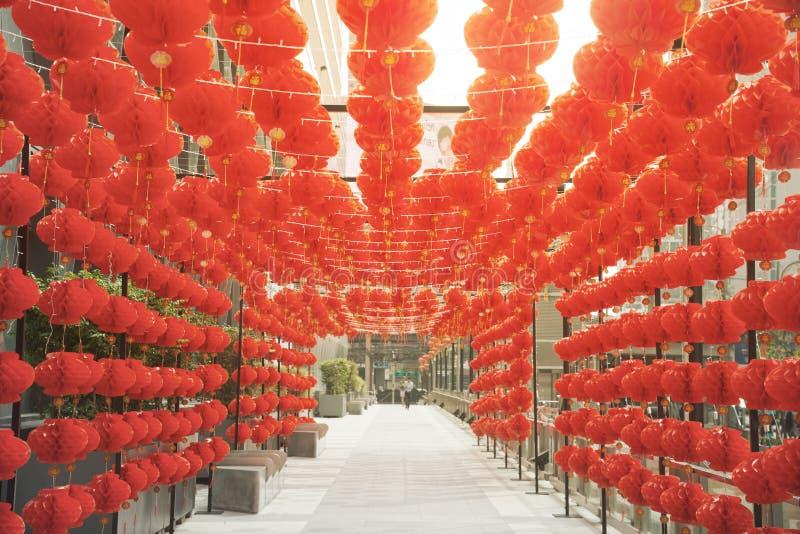 Ejecución roja del estilo chino de la linterna de la lámpara de los comp adornada en festival chino del Año Nuevo fotos de archivo libres de regalías