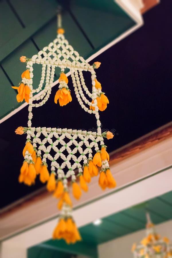 Ejecución tailandesa tradicional de la guirnalda de la flor imagen de archivo