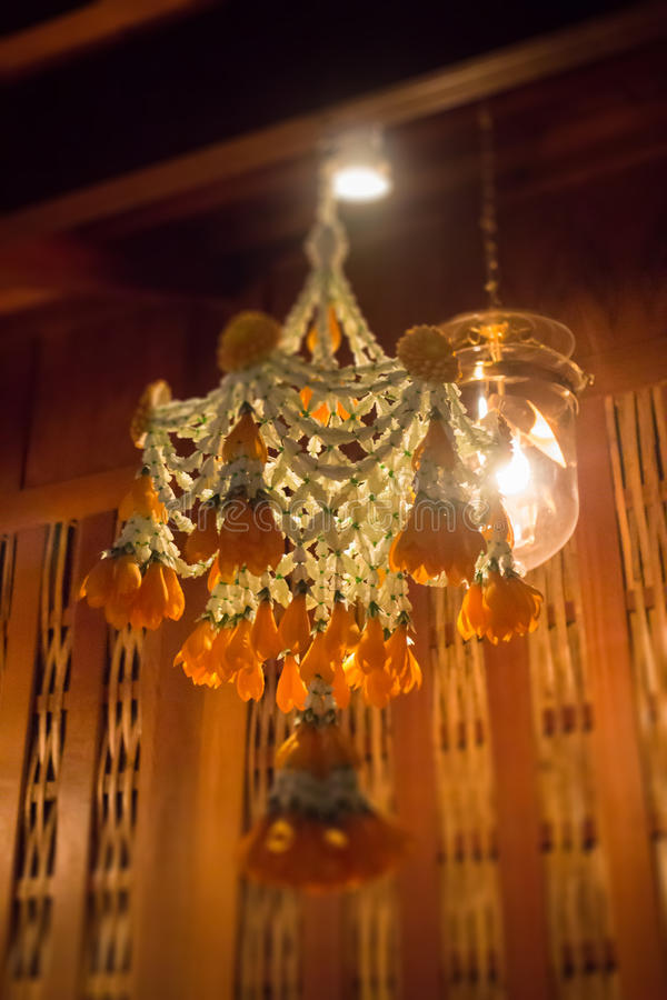 Ejecución tailandesa tradicional de la guirnalda de la flor foto de archivo