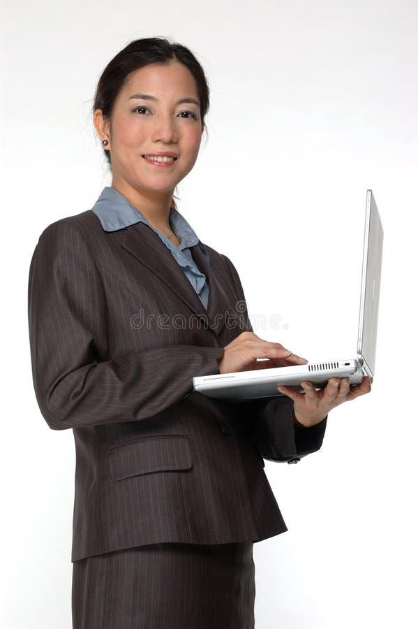 Ejecutivo de operaciones asiático de sexo femenino foto de archivo libre de regalías