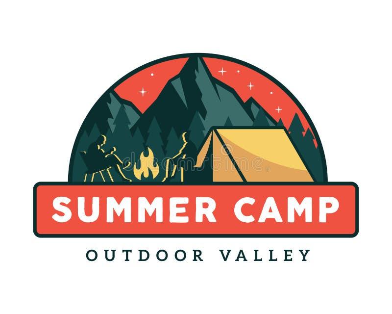 Ejemplo de la insignia del emblema de las actividades del campamento de verano de la fauna del vintage que acampa stock de ilustración