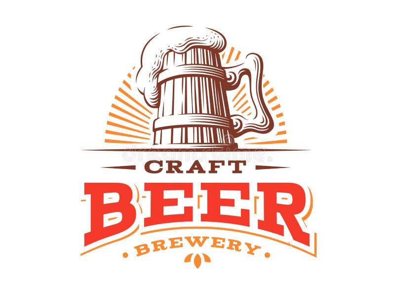 Ejemplo de madera del vector de la insignia de la taza de cerveza, diseño de la cervecería stock de ilustración