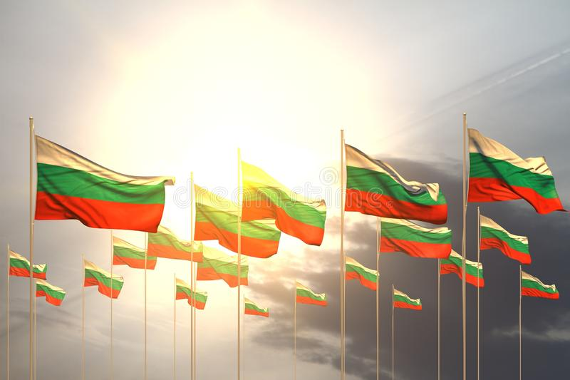 Ejemplo lindo de la bandera 3d del Memorial Day - muchas banderas de Bulgaria en fila en puesta del sol con el espacio vacío par stock de ilustración