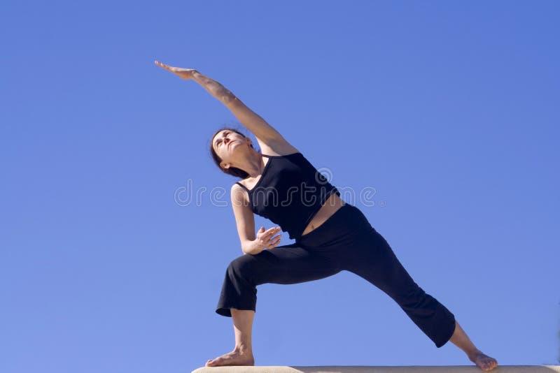 Ejercicio de la Hatha-Yoga de la mañana foto de archivo