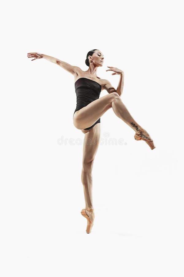 Ejercicio de la mujer de la aptitud de los aeróbicos aislado en cuerpo completo fotografía de archivo libre de regalías