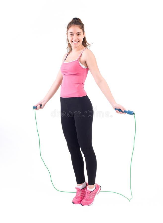 Ejercicio de la mujer del deporte con la cuerda imagen de archivo