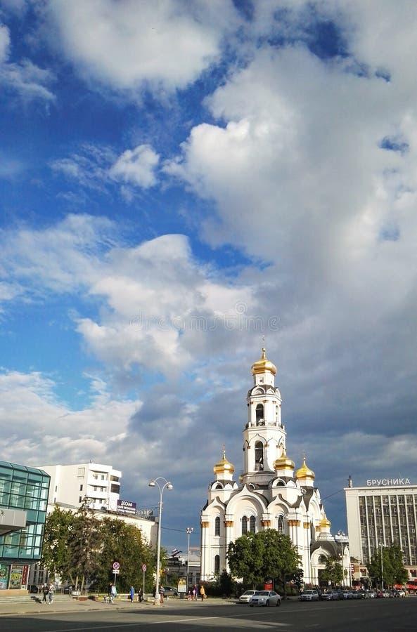 Ekaterimburgo, Rusia, junio de 2017 El proyecto está viajando en Rusia Zlatoust grande Chrysostom grande, Maximilian Church - foto de archivo libre de regalías