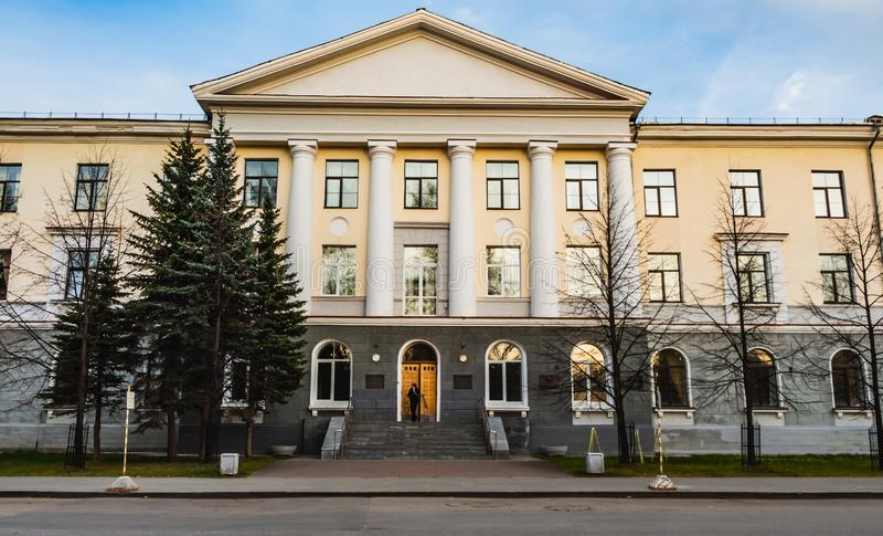 Ekaterimburgo, Sverdlovsk Rusia - 25 10 2018: Instituto de Mikheev de la física del metal de la rama de Ural de la academia rusa  foto de archivo