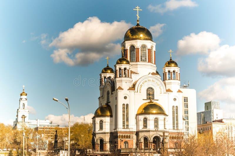 Ekaterinburg 观点的寺庙在血液和Voznesenskaya戈尔卡 库存图片