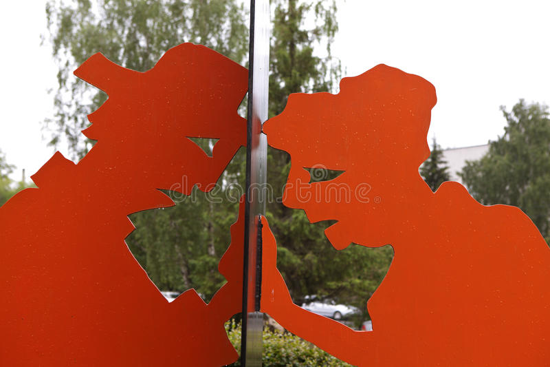 EKATERINBURG, RUSLAND - JUNI 6, 2016: Foto van Nieuwsgierigheid monument fragment stock fotografie