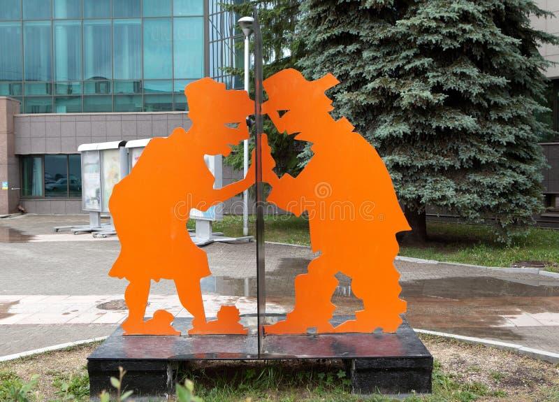 EKATERINBURG, RUSLAND - JUNI 6, 2016: Foto van Nieuwsgierigheid monument fragment stock foto