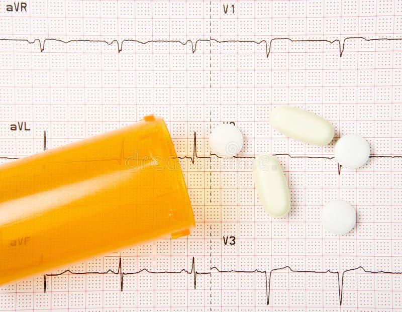 EKG, pillules de coeur, et bouteille photo libre de droits