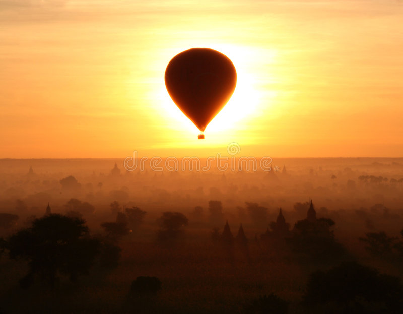 Eklipse in Bagan (Myanmar) stockfoto