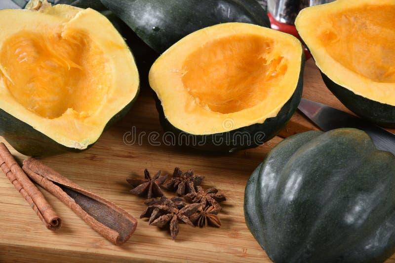 Ekollonsquash med kryddor arkivfoton