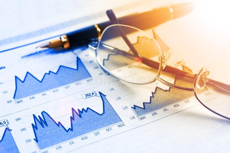 Ekonomi och finansiell bakgrund fotografering för bildbyråer