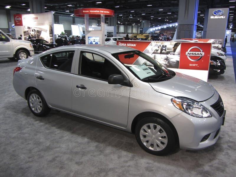 Ekonomiska Nissan Versa royaltyfria bilder