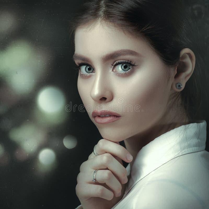Ekranowy noir, piękno kobiety portret zdjęcia royalty free