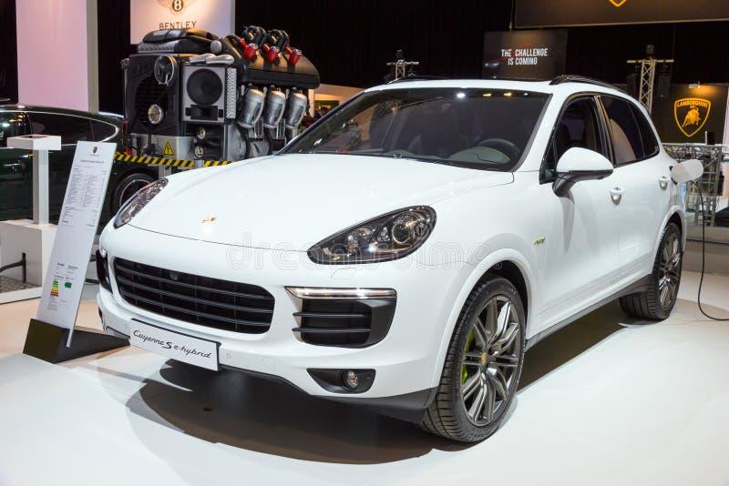 Ekreuzung Porsche Cayennes S stockbilder