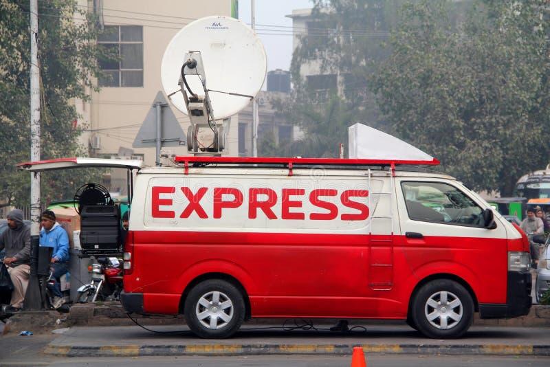 Ekspresowej wiadomości Cyfrowego Satelitarna wiadomość Zbiera DSNG Van obrazy stock