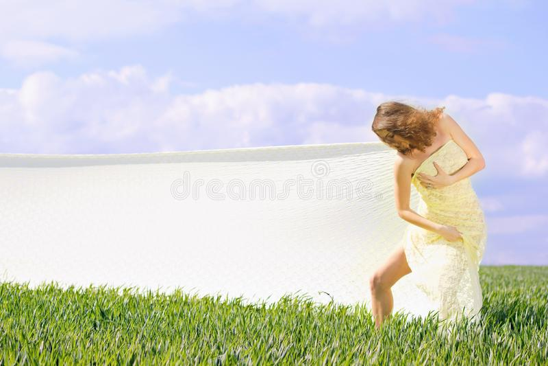Ekspresyjna śliczna dziewczyna zdjęcia royalty free