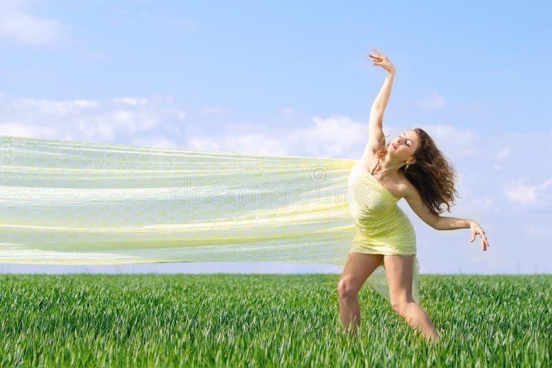 Ekspresyjna elastyczna młoda kobieta zdjęcia royalty free