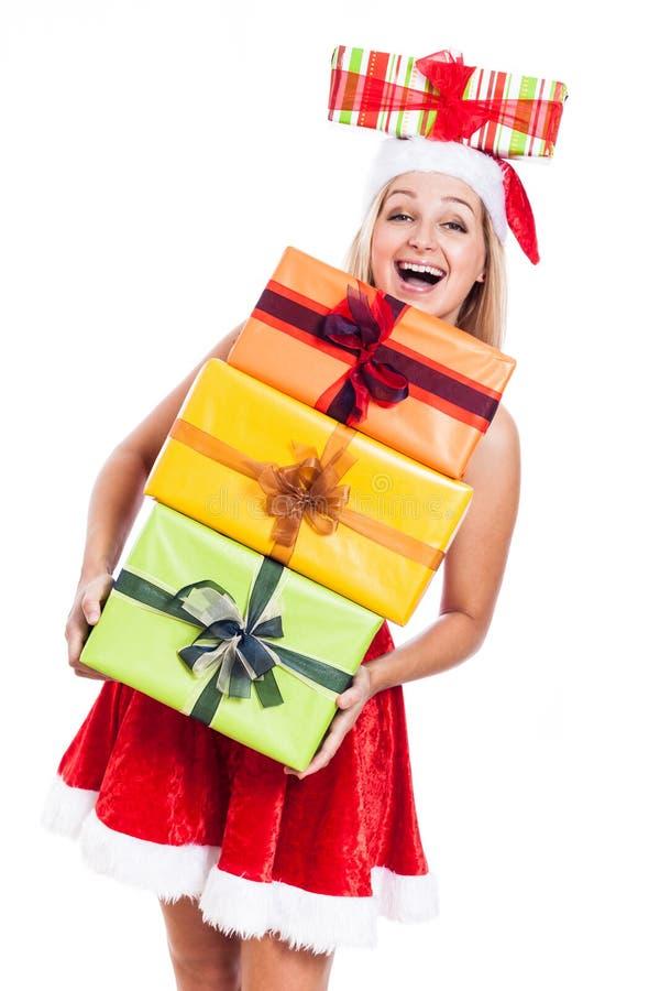 Ekstatische Weihnachtsfrau mit vielen stellt sich dar lizenzfreies stockfoto