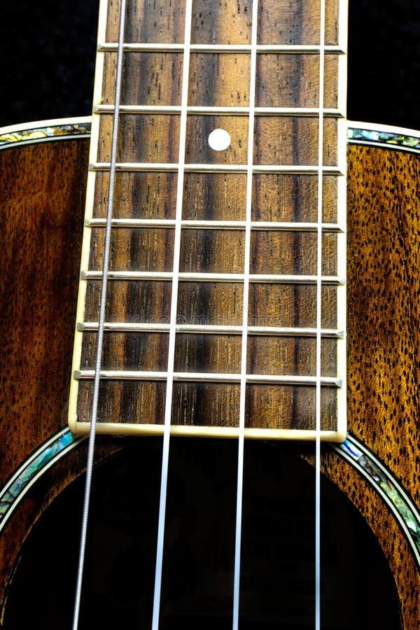 Ekstremum zamknięty w górę Hawajskiej ukulele gitary szyi obrazy royalty free