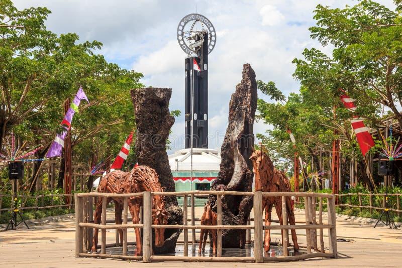 """Ekvatormonumentâ€en """"norr Pontianak, Indonesien arkivbild"""