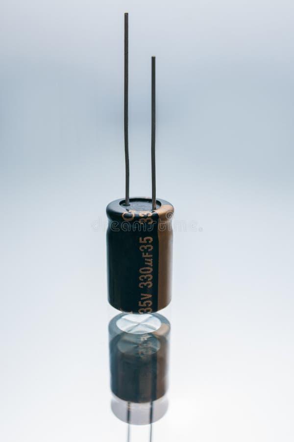 Elétrodo bonde bipolar do componente do capacitor imagens de stock royalty free