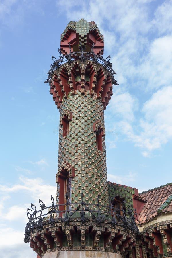 Elévese en el Capricho de Gaudà en Comillas, Cantabria, España imagen de archivo libre de regalías