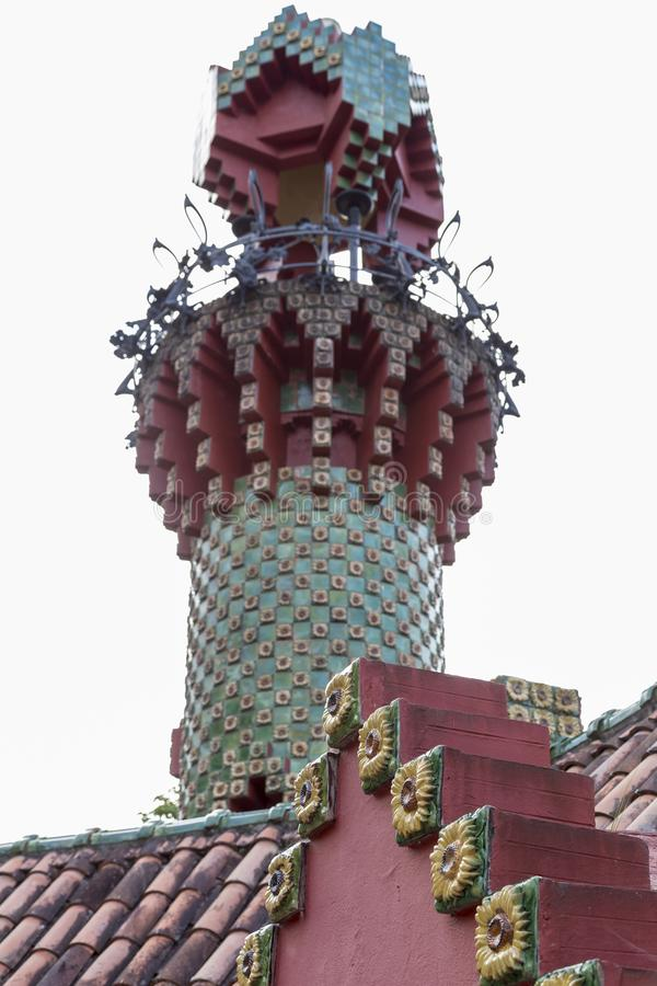 Elévese en el Capricho de Gaudà en Comillas, Cantabria, España imagenes de archivo