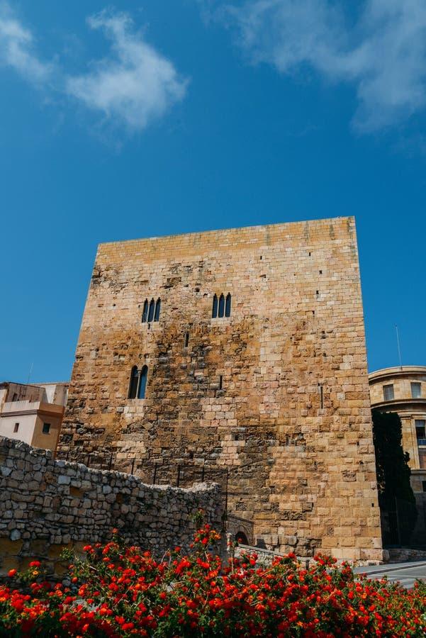Elévese en la entrada a la ciudad histórica, Tarragona, España foto de archivo