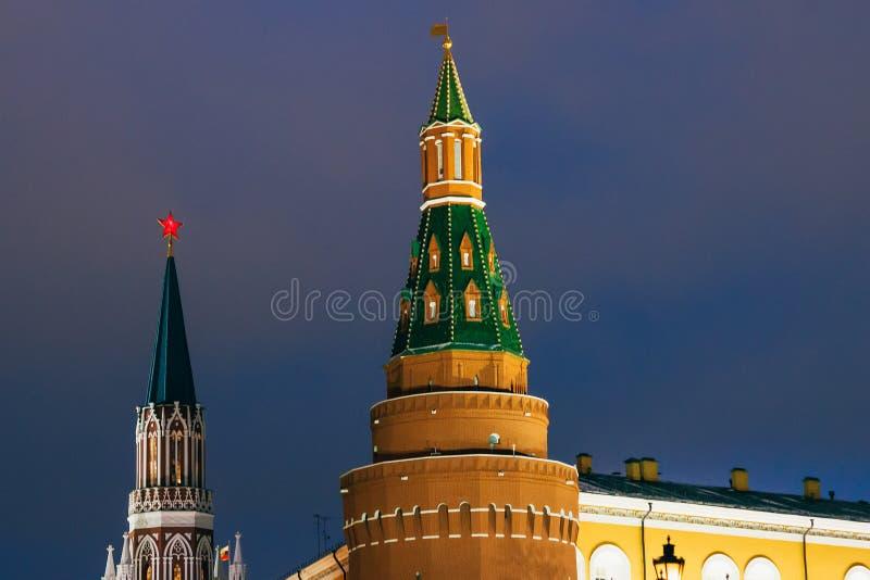 Elévese en Plaza Roja en Moscú, Rusia en el invierno fotos de archivo