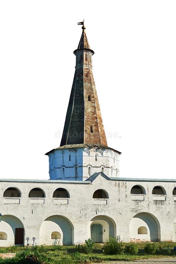 Elévese y una pared del monasterio de José-Volotsky en Rusia aisló en blanco foto de archivo libre de regalías