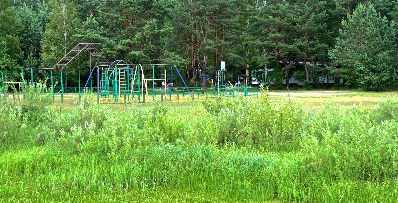 El ¡de Ð hildren el patio en el verano Bielorrusia foto de archivo