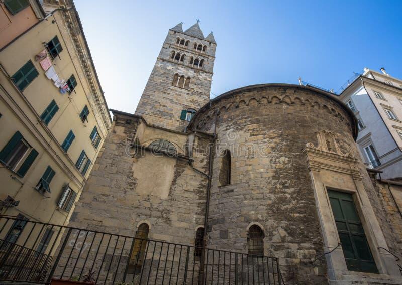El ábside y el campanario del convento de San Giovanni di Prè La Commenda, Génova, Italia fotos de archivo