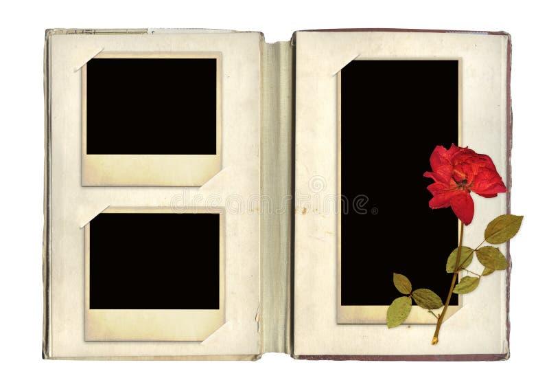 El álbum de foto con las fotos retras y subió fotografía de archivo