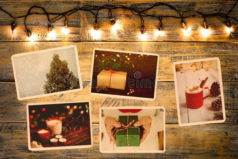 El álbum de foto en la conmemoración y la nostalgia en invierno de la Navidad sazonan en la tabla de madera imagenes de archivo