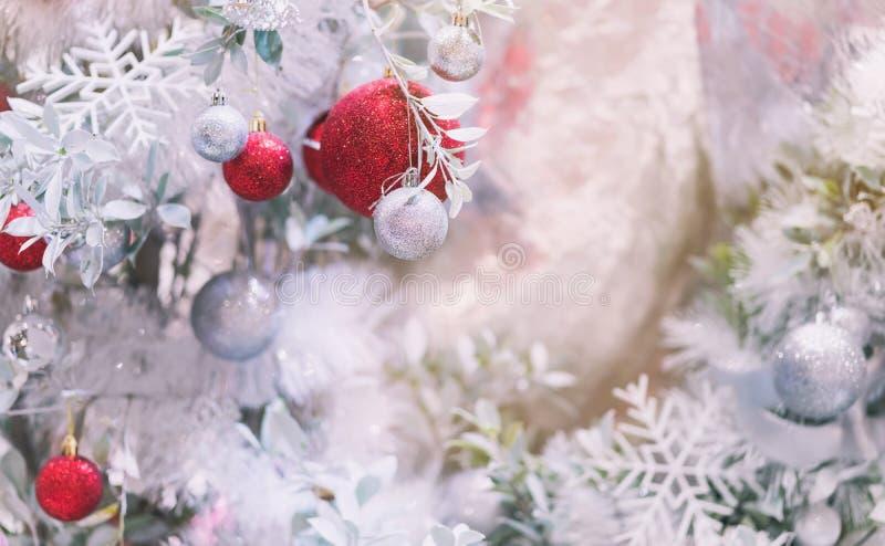El árbol de navidad adorna para celebra una Feliz Navidad y una ha foto de archivo libre de regalías