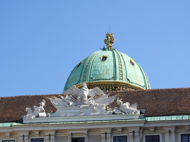 El área de la Maria-Theresien-Platz, Viena, Austria, en un día claro fotografía de archivo